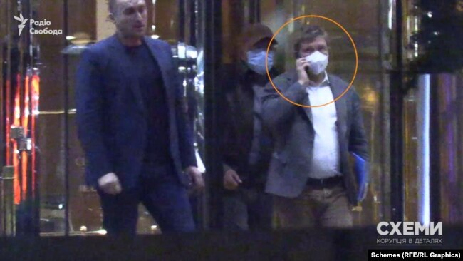 Згодом з готелю вийшов і сам Коболєв, одразу за бізнесменом Кіперманом