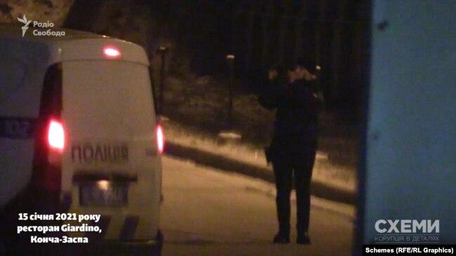 До закладу повернулися поліцейські, зробили фотографії, запропонували дати пояснення о 23-й годині, або приїхати до відділку вже зранку