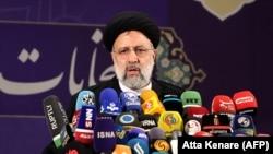 Iranski šef pravosuđa Ebrahim Raisi održao je govor nakon prijave svoje kandidature za iranske predsjedničke izbore u Ministarstvu unutarnjih poslova u Teheranu, 15. maja 2021.