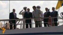 У Севастополі Янукович і Путін разом дивилися парад