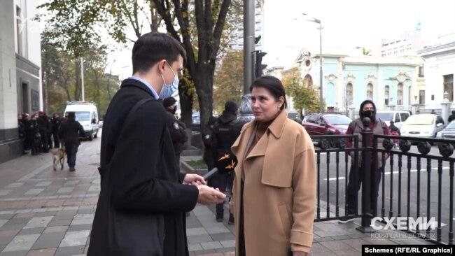 Схожим чином журналістам відповіла і народна депутатка Ірина Фріз