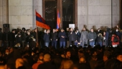 Что происходит в Армении спустя неделю после подписания мирного договора по Карабаху