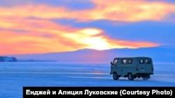 Через Байкал по зимнику