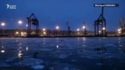 Ukraina Mariupol portuna tanklaryny ugratdy.