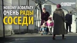 Пенсионерка в Душанбе положила асфальт на дорогу на своей улице вместо властей