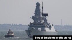 HMS Defender прибывает в Одессу, 18 июня 2021 года