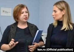 Анна Устиновская (слева)