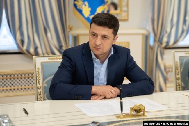 Попри критику перебування Татарова в Офісі президента, Володимио Зеленський продовжує тримати його біля себе