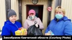 Жители Камчатки, которым Игорь Редькин подарил продуктовые наборы