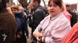 Желающие получить российский паспорт вынуждены стоять в огромных очередях