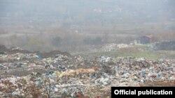 """Струмичката општинска сепонија """"Шапкар"""" во Добрашинци. Периодов граѓани постојано реагираат дека депонија во Добрaшинци е запаленa, а чадот ја загадува животната средина."""