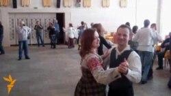Урок беларускіх танцаў у Магілёве