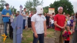 У Дніпропетровську проти бездіяльності дорожніх служб і несправних світлофорів протестували за допомогою перформансу