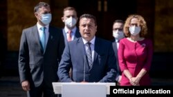 Скопје- мандатарот Зоран Заев и дел од предлог министрите при поднесувањето на програмата и составот во Собранието, 26.08.2020