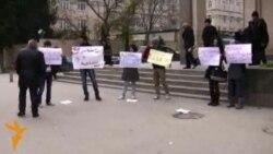 Акция протеста молодежи у метро
