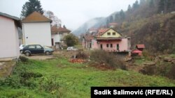Godinama se čeka izgradnja parkinga u Srebrenici. (Na fotografiji planirano mjesto za parking.)
