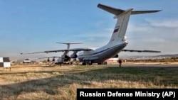 Доставившие российских миротворцев самолеты в аэропорту Эребуни под Ереваном. 10 ноября 2020 года.