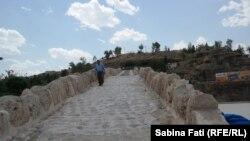 Zacho, podul roman