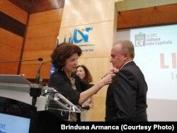 Diplomatul Vasile Popovici primește decorația Palmes Academiques de la Ambasadoarea Franței la București