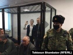 Алмазбек Атамбаев и Фарид Ниязов в зале суда. 23 декабря 2020 г.
