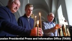 Президент Беларуси Александр Лукашенко, его сын Николай и президент РФ Владимир Путин во время посещения Спасо-Преображенского Валаамского мужского монастыря. Июль 2019