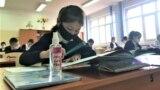 Дети на уроке в школе №58 во время пандемии коронавируса. Шымкент, 2 марта 2021 года.