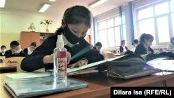 Дети на уроке в школе № 58 во время пандемии коронавируса. Шымкент, 2 марта 2021 года.