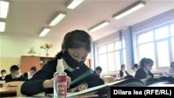 Урок в школе № 58 во время пандемии коронавируса. Шымкент, Казахстан 2 марта 2021