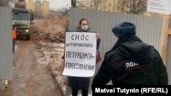 Пикеты в защиту здания на Воронежской, 45 в Петербурге