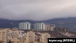 Высотки поднимаются в Крымские горы: как ЮБК застраивают многоэтажками (фотогалерея)