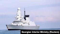 Британський есмінець Defender у порту Батумі, червень 2021 року