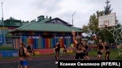 Баскетбольная площадка в поселке