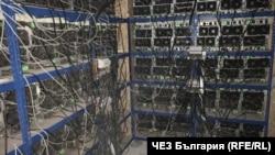 """Разследващите са октрили над 500 устройства за """"копаене"""" на криптовалута"""