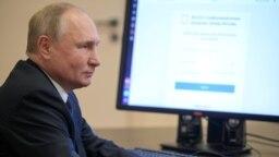 Владимир Путин голосует через систему ДЭГ – дистанционного электронного голосования