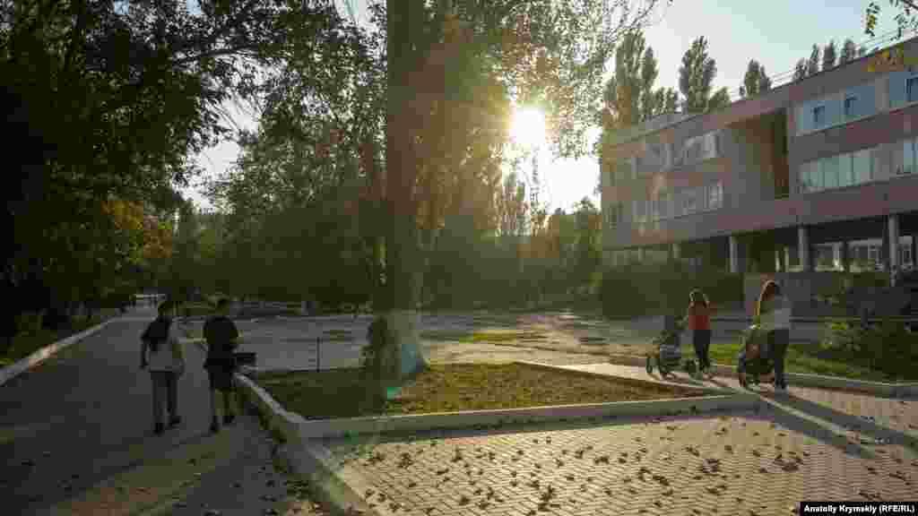 Перед школой №2