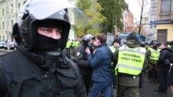 Затриманих активістів вивезли з-під Святошинського районного суду