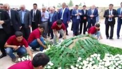 Uzbeks Bury Strongman Karimov