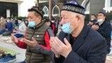 Нұр-Сұлтандағы Әзірет Сұлтан мешітінде намаз таңғы 7:00-де басталды. Астанадағы ең ірі мешітке мыңдаған адам жиналды. Карантин ережесіне сай, құлшылық ету мешіт ауласында өтті.