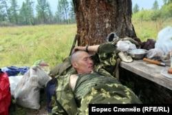Андриян Хромов на привале на летнем маршруте до Чинонги