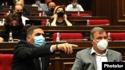 «Բարգավաճ Հայաստան» խմբակցությունը ԱԺ նիստի ժամանակ, արխիվ