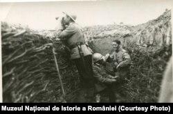 Militari români în tranșee. Sursa: Expoziția Marele Război, 1914-1918