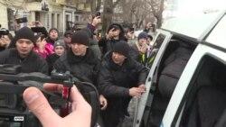 """Тоқаев """"митингіге шығу жеңілдеді"""" дейді. Белсенділер келіспейді"""