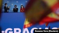 Izabel Diaz Ajuzo sa gradonačelnikom Madrida Hozeom Luisom Martinezom Almeidaom slavi rezultate izbora 4. maja
