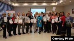 Олександра Усенко та учасники проекту «Вивчай і розрізняй: інфомедійна грамотність»
