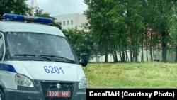 Аўтамабіль міліцыі каля ІЧУ на Акрэсьціна