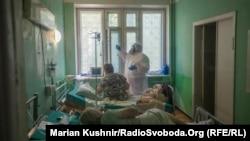 Реанімація інфекційного відділення Київської міської клінічної лікарні №9, де перебувають тяжкі хворі на COVID-19, червень 2020 року