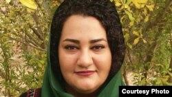 آتنا دائمی، فعال مدنی زندانی