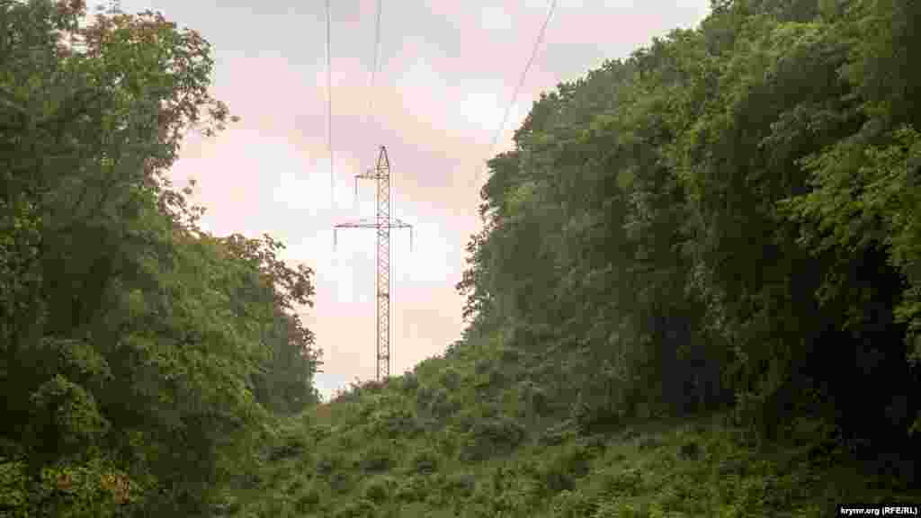 Сітка дощу над лінією електропередач в напрямку Південного узбережжя