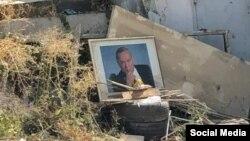 Islom Karimovning Toshkent ko'chalaridan birida tashlab ketilgan portreti. (Ijtimoiy tarmoq)