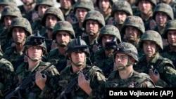 Серб армиясынын аскерлери. Архивдик сүрөт.